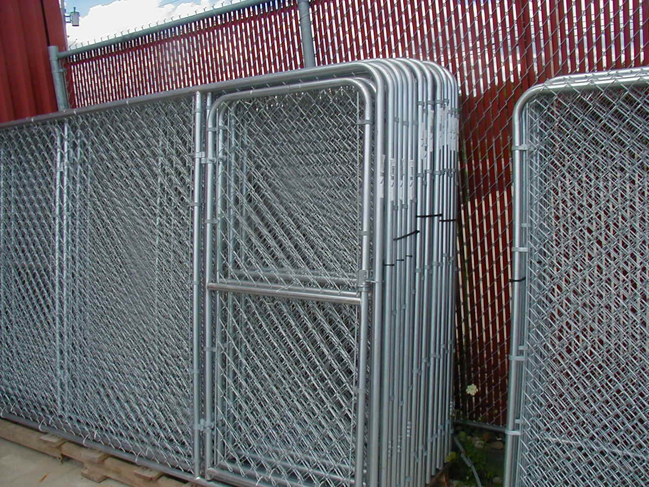 Chain link kennel panels pictures to pin on pinterest for Dog run fence home depot